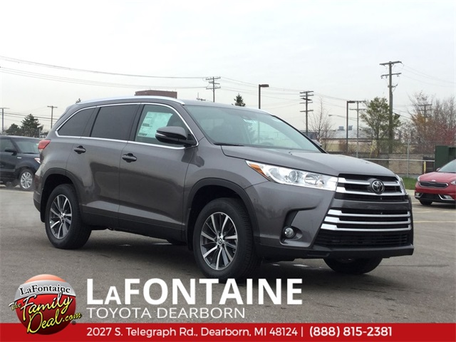 New 2019 Toyota Highlander XLE AWD Demo